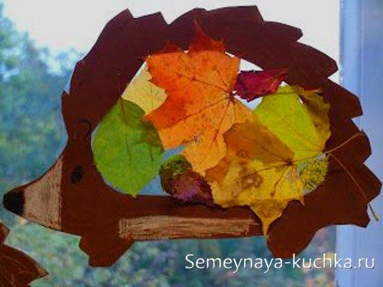 поделка ежик из бумаги и листьев