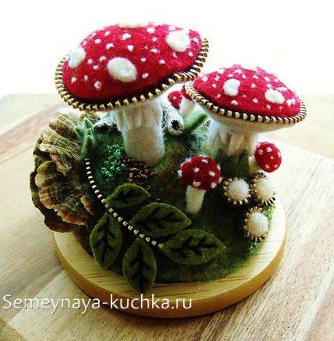поделка гриб из войлока и молнии