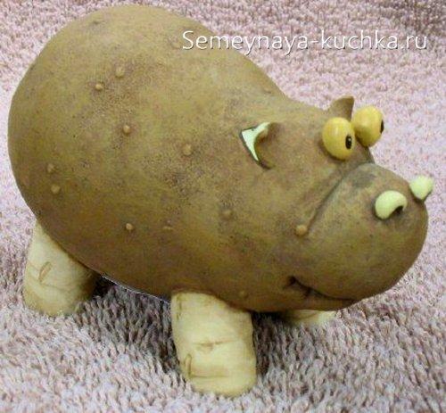 поделка бегемот из картошки