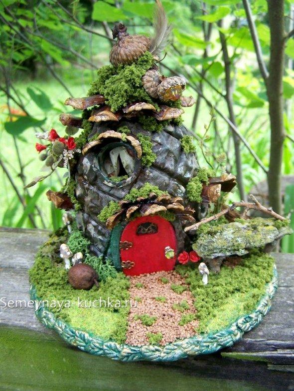 домик из природного материала