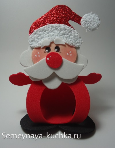 новогодний дед мороз с конфетой