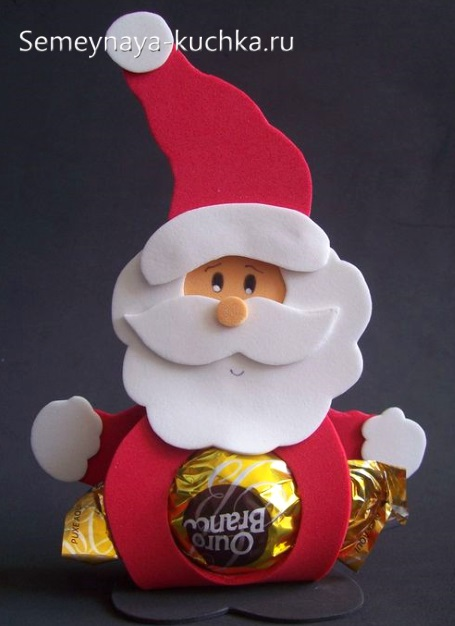 новогодний дед мороз с конфетой своими руками