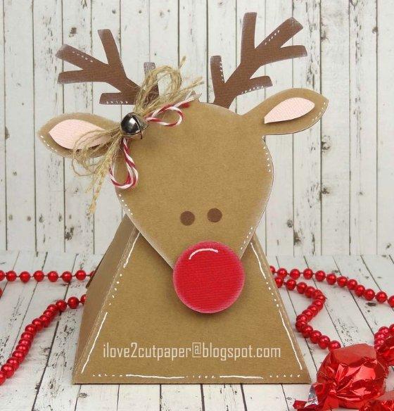упаковка подарков с оленем из бумаги