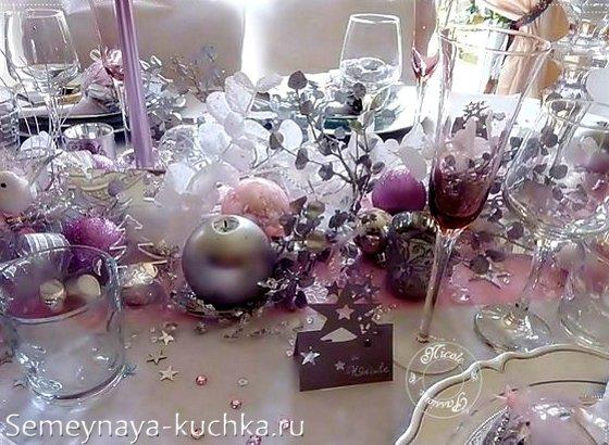 розовый цвет на новогоднем столу