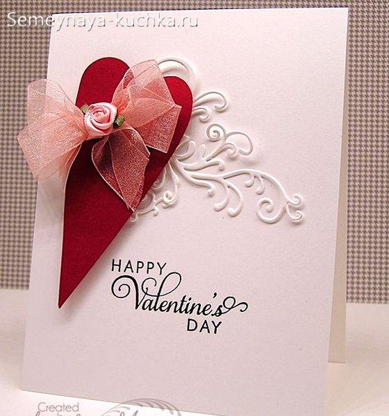 открытка на день Валентина с кружевом из бумаги