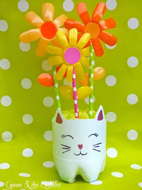 поделка цветы из баночек от йогурта