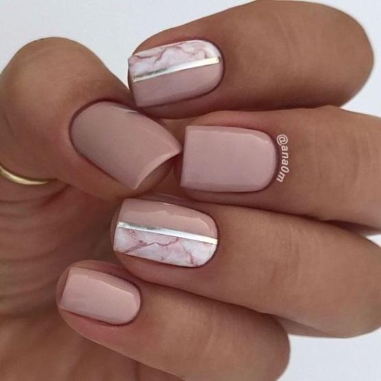 бежево-розовый маникюр на короткие ногти