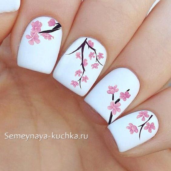 бело розовый маникюр нежный сакура