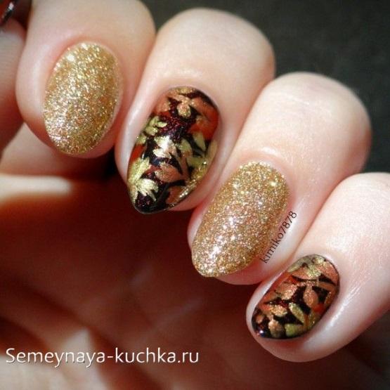 осенний маникюр с листьями