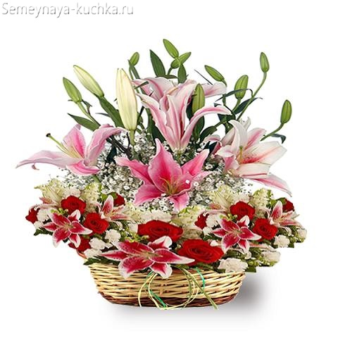 красивые лилии в корзине букет