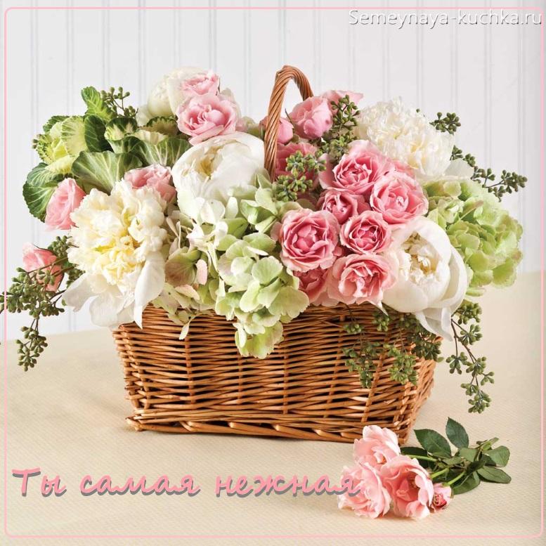 цветы в корзине нежные розы