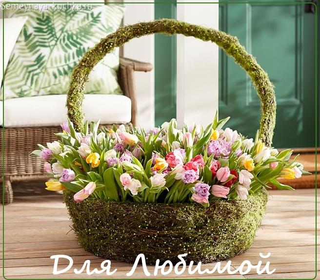 тюльпаны в корзине букет красивый