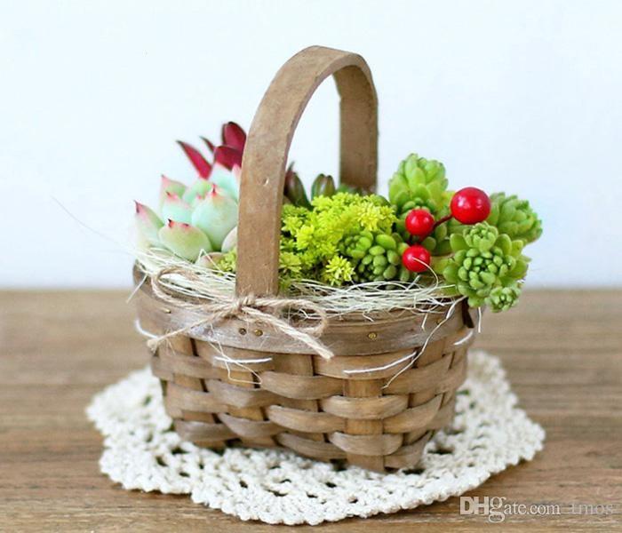 весенние цветы в корзине