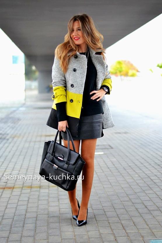 яркое короткое пальто