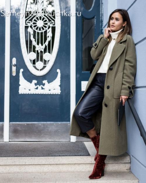 серое длинное пальто модный лук