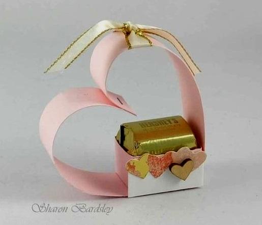 поделка для мамы с конфетой