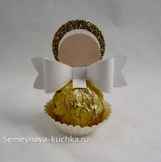 поделка ангел для мамы с конфетой