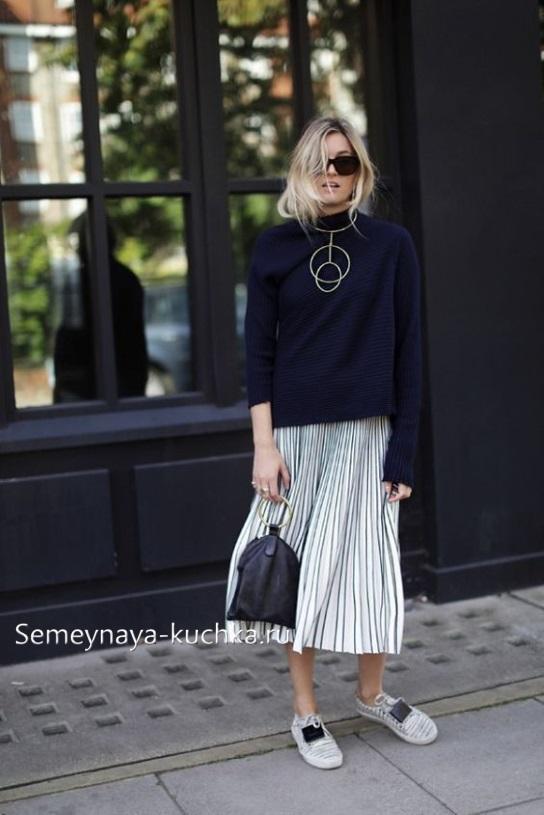 юбка белая и свитер осень зима кроссовки