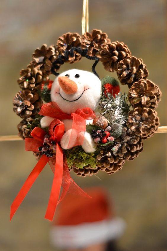 поделка снеговик с венком из фетра