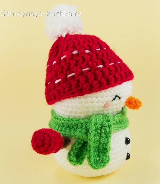 маленький снеговик крючком в шапке
