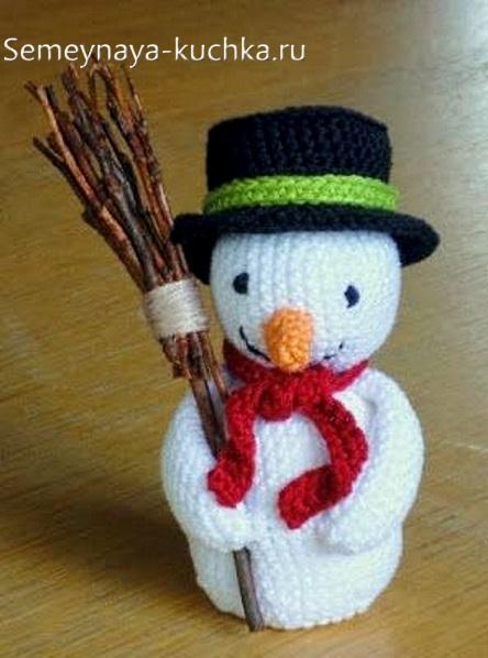 снеговики крючком с метлой в шляпе цилиндре