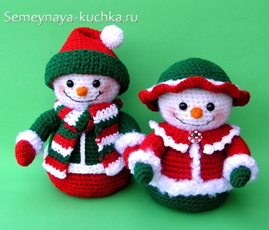 вязаные снеговики мальчик и девочка