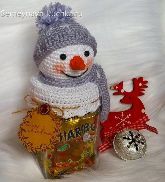 простой снеговик крючком - на банку с конфетами