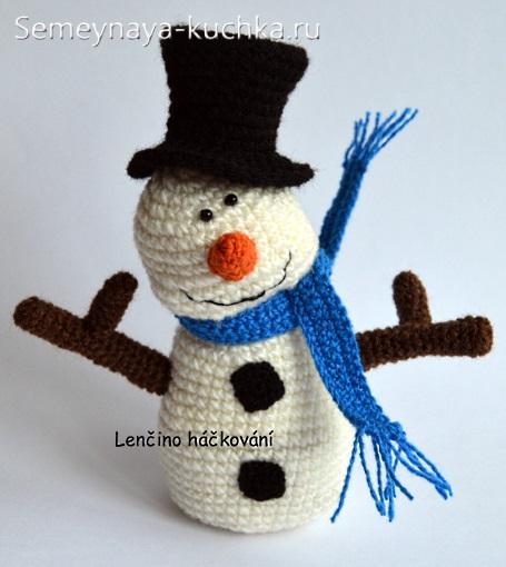 веселый снеговик крючком вяжем своими руками