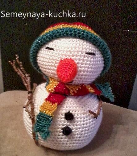простой снеговик амигуруми крючком