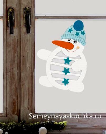 снеговик из бумаги на окно