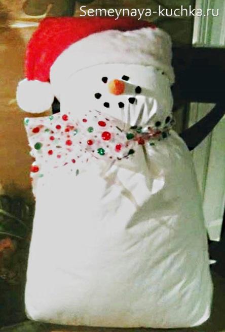как сделать снеговика из подушки
