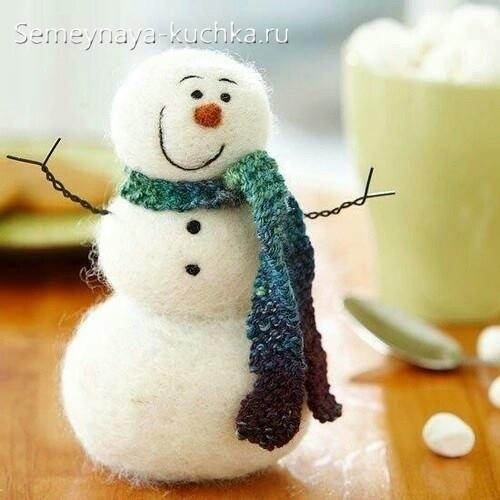 снеговик из валяной шерсти войлока