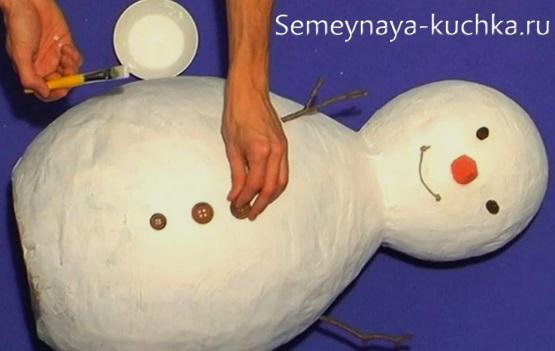 снеговик из папье маше мастер класс как сделать