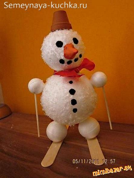 снеговик из пенопластовых шаров