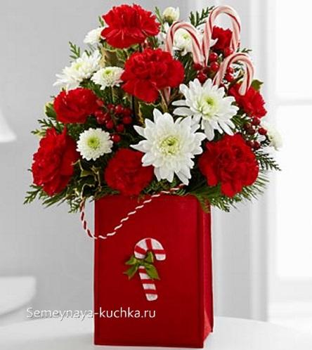 новогодний букет красный с белым