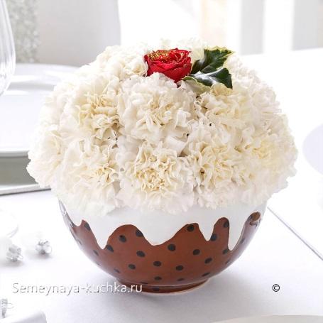 новогодний букет в виде кекса из хризантем