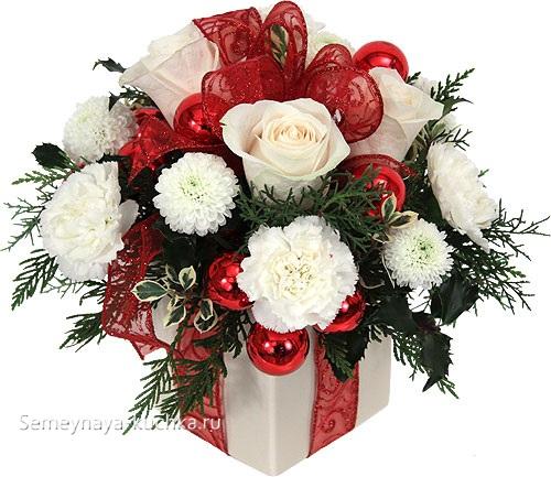 новогодний букет в коробке от подарка