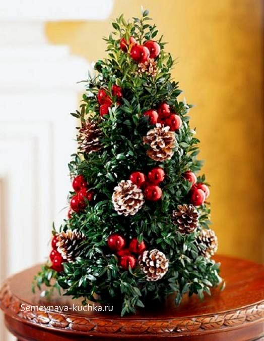 новогодний букет елка и цветов