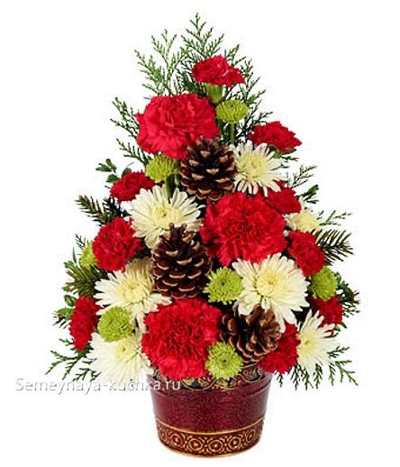новогодний букет елка с живыми цветами