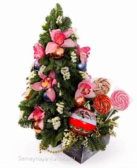 новогодний букет с розовыми цветами