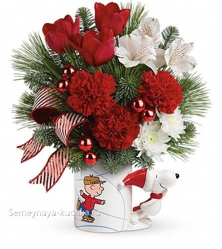 букет новогодний с гвоздиками и хризантемами в чашке