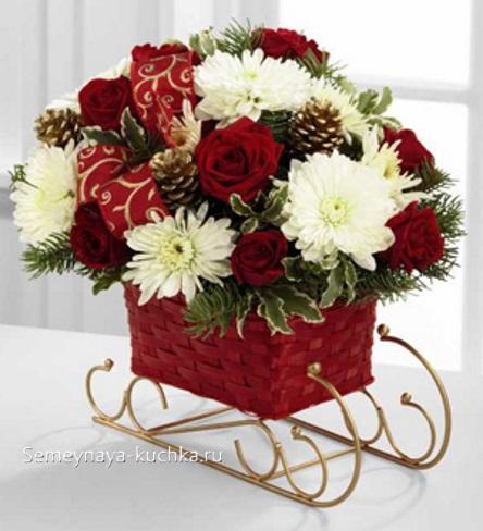 новогодний букет розы гвоздики хризантемы шишки еловые ветки