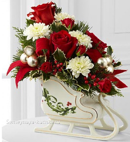 новогодний букет декоративный в санках
