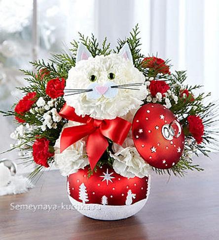 новогодний детский букет с котиком из белых цветов