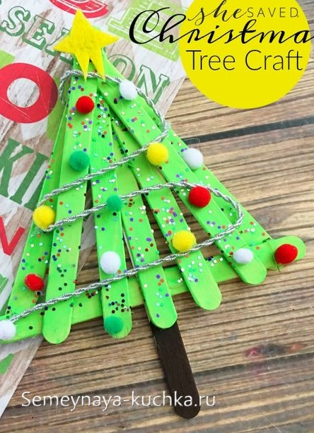 елка на новый год из дерева