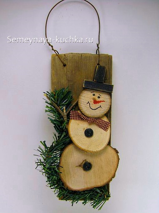 поделка снеговик из дерева
