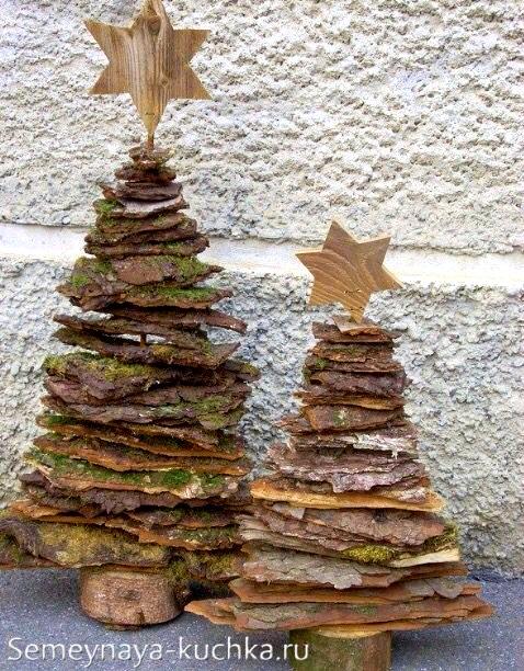 елка из природных материалов коры дерева на новый год