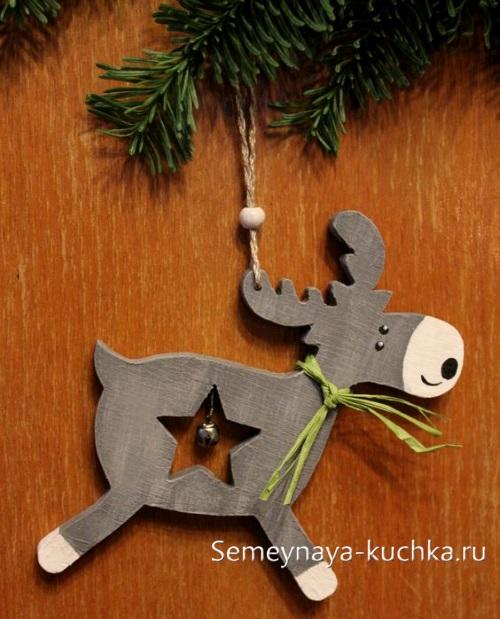 поделка олень из дерева игрушка на новый год