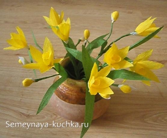 весенние цветы из бумаги желтые нарциссы крокусы