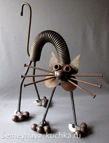 поделка из пружины и листового металла кот и проволоки
